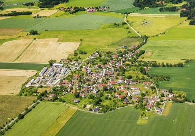 Letecký pohled na obec Radkov